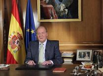 Spain's King Juan Carlos delivers his statement at Zarzuela Palace in Madrid June 2, 2014.   REUTERS/Spanish Royal House