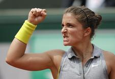 Sara Errani of Italy reacts during her women's singles match against Jelena Jankovic of Serbia at the French Open tennis tournament at the Roland Garros stadium in Paris June 2, 2014.       REUTERS/Stephane Mahe