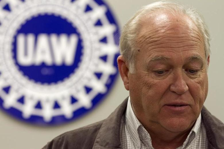United Auto Workers (UAW) Secretary-Treasurer Dennis Williams answers questions during a news conference at Chattanooga Electrical Apprenticeship and Training Center after the announcement that UAW lost its bid to represent the 1,550 blue-collar workers at Volkswagen AG's plant in Chattanooga, Tennessee February 14, 2014. REUTERS/Christopher Aluka Berry