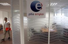 La France va recevoir 620 millions d'euros de fonds européens afin de mettre en oeuvre des initiatives pour lutter contre le chômage des jeunes. /Photo d'archives/REUTERS/Régis Duvignau