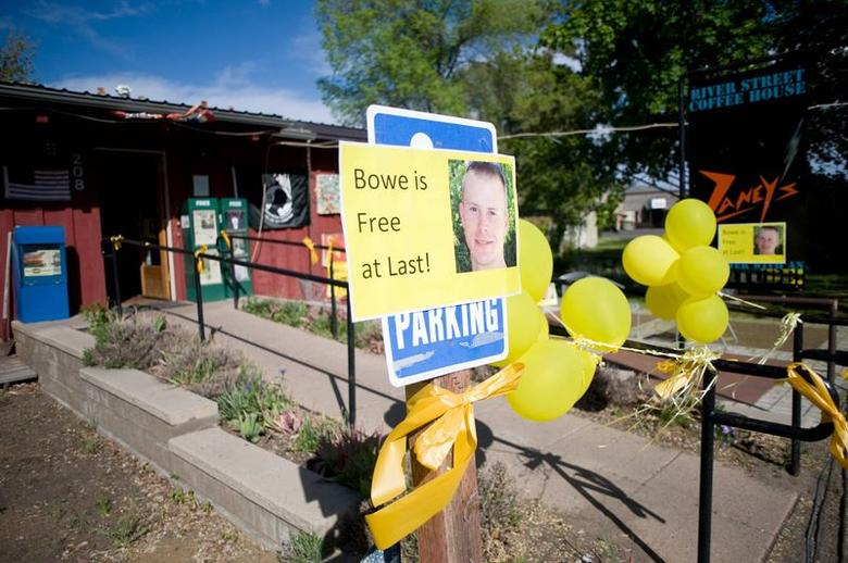 Signs of support with images of U.S. Army Sergeant Bowe Bergdahl are displayed outside Zaney's coffee shop in Hailey, Idaho, May 31, 2014. REUTERS/Patrick Sweeney