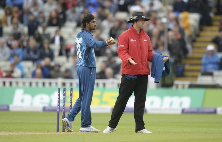 Sri Lanka's Sachithra Senanayake appeals for the run out of England's Jos Buttler (not in picture) as umpire Michael Gough (R) signals during the fifth one-day international cricket match at Edgbaston cricket ground in Birmingham, England June 3, 2014. REUTERS/Philip Brown