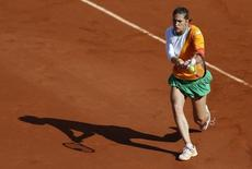 Andrea Petkovic of Germany returns the ball to Sara Errani of Italy during their women's quarter-final match at the French Open tennis tournament at the Roland Garros stadium in Paris June 4, 2014.          REUTERS/Vincent Kessler