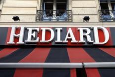 Le tribunal de commerce de Paris a examiné mercredi deux offres de reprise d'Hédiard et tranchera le 26 juin sur le sort de la célèbre épicerie de luxe placée en redressement judiciaire depuis octobre 2013. /Photo d'archives/REUTERS/Charles Platiau