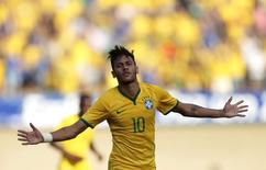 O atacante da seleção Neymar celebra gol contra o Panamá durante amistoso em Goiânia. 03/06/2014 REUTERS/Ueslei Marcelino