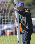 Técnico da seleção brasileira Luiz Felipe Scolari durante treino da equipe em Teresópolis nesta quinta-feira, 5 de junho.  REUTERS/Marcelo Regua