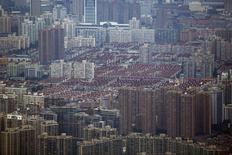 Vue de Shanghai. Selon la Banque mondiale, la Chine devrait atteindre son objectif d'une croissance du produit intérieur brut de 7,5% cette année mais doit poursuivre ses efforts en matière de réformes, notamment dans le secteur financier. /Photo prise le 2 août 2013/REUTERS/Carlos Barria