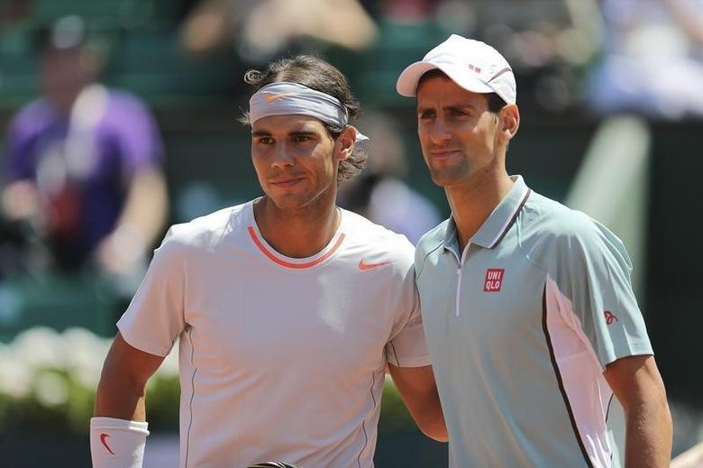 Rafael Nadal (L) of Spain and Novak Djokovic of Serbia pose before their men's singles semi-final match at the French Open tennis tournament at the Roland Garros stadium in Paris June 7, 2013.  REUTERS/Stephane Mahe/Files