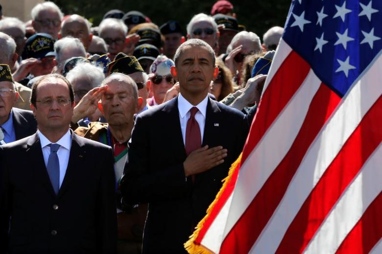 U.S. President Barack Obama and French President Francois Hollande participate in the 70th French-American Commemoration D-Day Ceremony at the Normandy American Cemetery and Memorial in Colleville-sur-Mer June 6, 2014. REUTERS/Pascal Rossignol