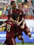 Russo Zhirkov comemora com companheiros após marcar gol contra Marrocos em amistoso disputado em Moscou. 06/06/2014 REUTERS/Grigory Dukor