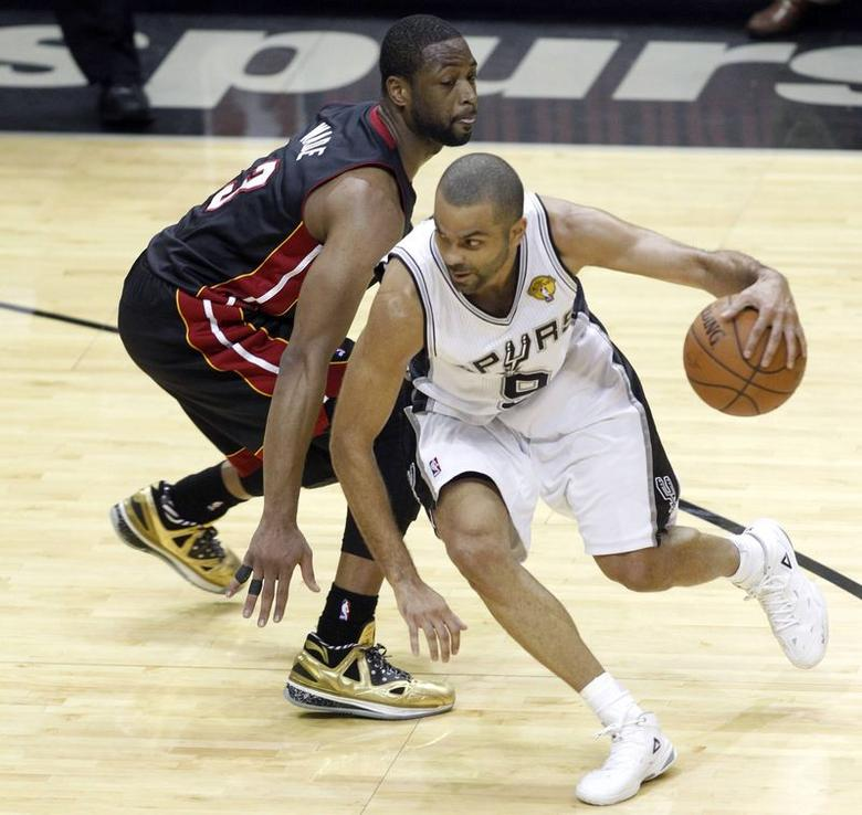 San Antonio Spurs' Tony Parker of France (R) drives on Miami Heat's Dwyane Wade during the first half in Game 2 of their NBA Finals basketball series in San Antonio, Texas, June 8, 2014. REUTERS/Mike Stone