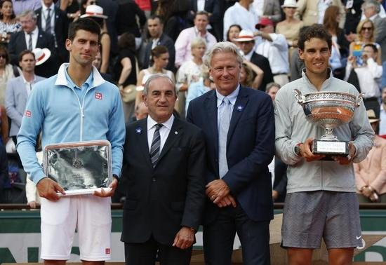 Rafael Nadal of Spain (R) holds his trophy as he poses with Novak Djokovic of Serbia (R), French Tennis Federation (FFT) President Jean Gachassin (2ndL) and former tennis player Bjorn Borg of Sweden during the trophy ceremony after winning their men's singles final match at the French Open Tennis tournament at the Roland Garros stadium in Paris June 8, 2014. REUTERS/Jean-Paul Pelissier
