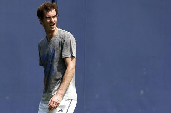 Britain's Andy Murray reacts during a practice session at the Queen's Club Championships in west London June 9, 2014. REUTERS/Suzanne Plunkett