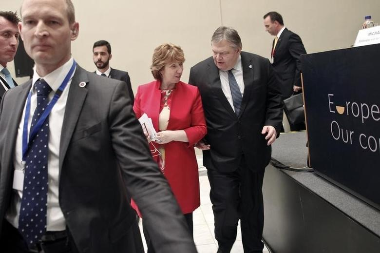 Greece's Foreign Minister Evangelos Venizelos (2nd R) and European Union (EU) foreign policy chief Catherine Ashton talk after a news conference during an informal meeting of EU foreign ministers in Athens April 5, 2014.   REUTERS/Alkis Konstantinidis