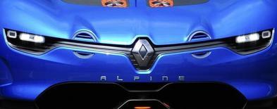 Renault a annoncé le rachat de la participation du britannique Caterham dans leur coentreprise fondée en 2012 pour développer ensemble des véhicules sportifs, notamment sous la marque Alpine. Le constructeur automobile français avait annoncée fin mars aux syndicats la fin de cette collaboration, sans toutefois le confirmer officiellement. /Photo d'archives/REUTERS/Olivier Anrigo