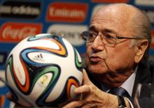FIFA President Sepp Blatter holds an official 2014 FIFA World Cup soccer ball during a media conference in Sao Paulo June 5, 2014.  REUTERS/Paulo Whitaker