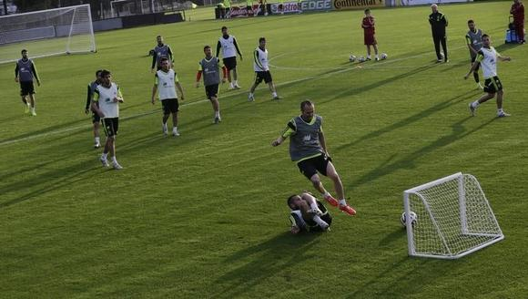 Spain's national soccer team player Andres Iniesta (R) scores a goal against his teammates during a training session ahead of the 2014 World Cup in Curitiba, June 9, 2014.  REUTERS/Henry Romero