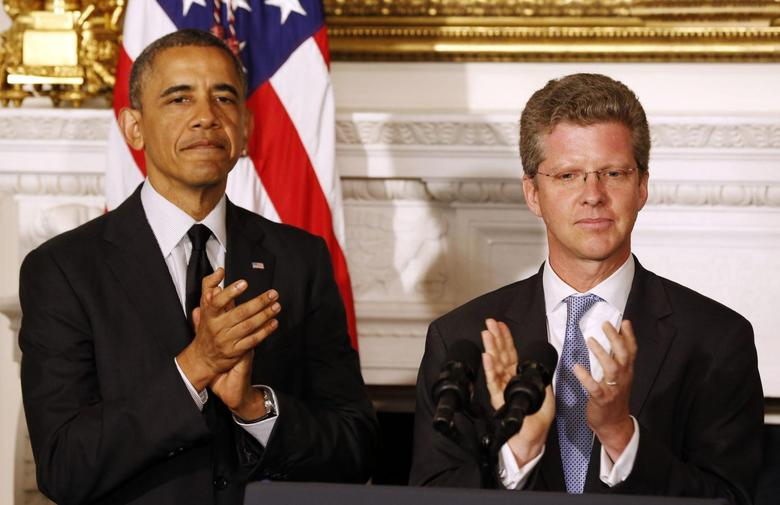U.S. President Barack Obama announces that Secretary of HUD Shaun Donovan (R) will be his choice as the new Director of OMB, in the State Dining Room at the White House in Washington May 23, 2014. REUTERS/Larry Downing