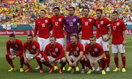 Equipe inglesa posa para foto antes de amistoso pré-Copa contra Equador, em Miami. 4/06/2014.   REUTERS/Wolfgang Rattay