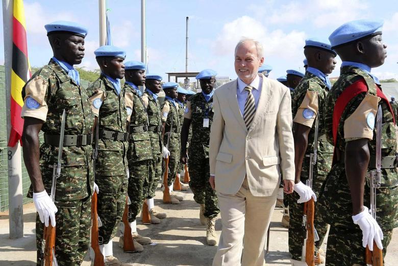 U.N. special representative for Somalia Nicholas Kay (C) inspects Ugandan peacekeeping troops during a ceremony at Mogadishu airport in Somalia May 18, 2014. REUTERS/Feisal Omar