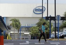 La Cour de justice européenne a annoncé jeudi le rejet de l'appel d'Intel contre l'amende record de 1,06 milliard d'euros que lui avait infligée la Commission européenne il y a cinq ans pour entrave à la concurrence au détriment d'Advanced Micro Devices (AMD). /Photo prise le 9 avril 2014/REUTERS/Juan Carlos Ulate