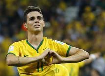 O jogador brasileiro Oscar comemora após marcar gol durante jogo de abertura da Copa do Mundo contra a Croácia, em São Paulo, nesta quinta-feira. 12/06/2014 REUTERS/Ivan Alvarado