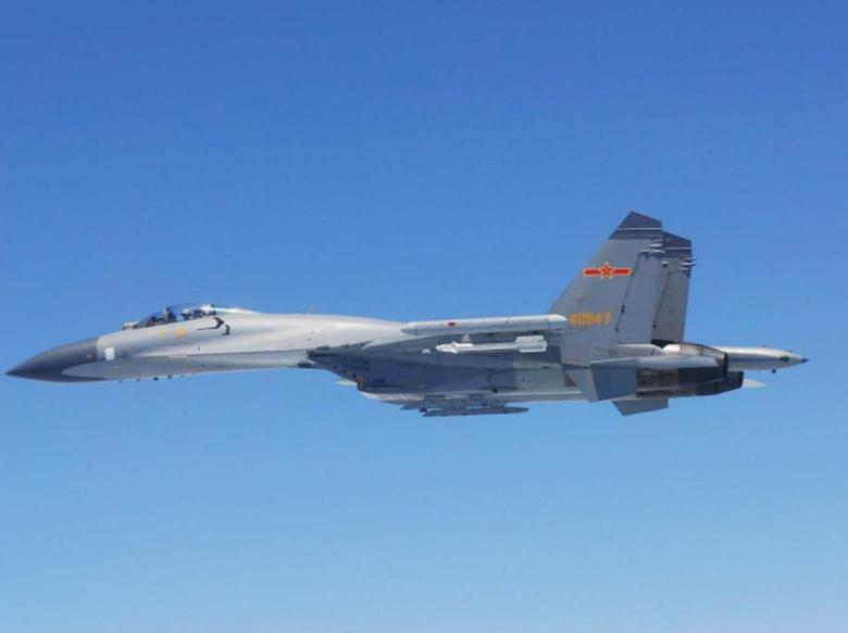 A Chinese SU-27 fighter flies over the East China Sea, in this handout photo taken May 24, 2014 and released by the Defense Ministry of Japan May 25, 2014. REUTERS/Defense Ministry of Japan/Handout via Reuters