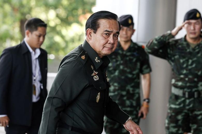 Thai Army chief General Prayuth Chan-ocha arrives before a meeting to discuss the 2015 national budget at the Army Club in Bangkok June 13, 2014.  REUTERS/Athit Perawongmetha