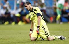 Goleiro espanhol Casillas lamenta gol da Holanda.  REUTERS/Marcos Brindicci