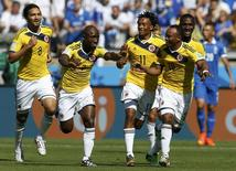 Colombia's Pablo Armero (2nd L) celebrates his goal against Greece with his teammates during their 2014 World Cup Group C soccer match at the Mineirao stadium in Belo Horizonte June 14, 2014.   REUTERS/Sergio Perez