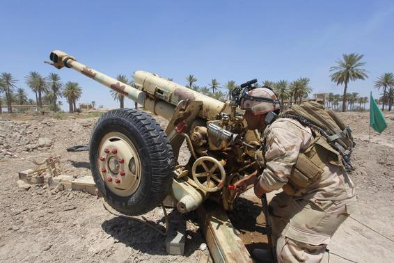 Iraqi security forces fire artillery during clashes with Sunni militant group Islamic State of Iraq and the Levant (ISIL) in Jurf al-Sakhar June 14, 2014. Picture taken June 14, 2014. REUTERS-Alaa Al-Marjani