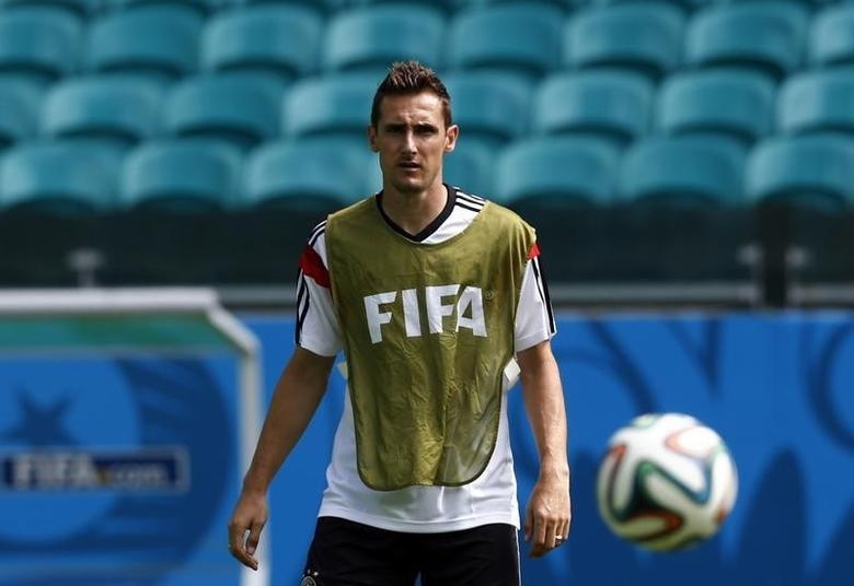Germany's Miroslav Klose watches the ball during a training session at the Arena Fonte Nova stadium ahead of their 2014 World Cup against Portugal in Salvador, June 15, 2014.    REUTERS/Marcos Brindicci