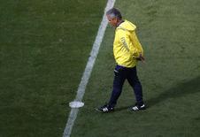 Treinador do time do Equador, Reinaldo Rueda,  durante treino no estádio Mané Garrincha, em Brasília. 14/6/2014.  REUTERS/Ueslei Marcelino