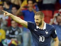 O francês Karim Benzema comemora o terceiro gol marcado contra Honduras no jogo no Beira-Rio, em Porto Alegre. 15/6/2014.  REUTERS/Murad Sezer