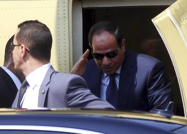 Former army chief Abdel Fattah al-Sisi arrives in a military helicopter before swearing in as Egypt's new president in a ceremony at the Supreme Constitutional Court in Cairo June 8, 2014. REUTERS/Al Youm Al Sabaa Newspaper