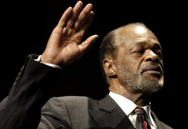 Marion Barry is sworn in as Washington city council member, for Ward Eight of the District of Columbia, in Washington, January 2, 2005. REUTERS/Micah Walter