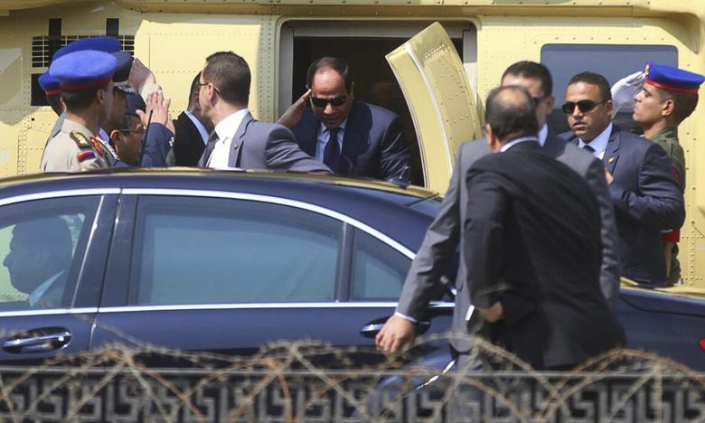 Members of the presidential guard surround the motorcade of former army chief Abdel Fattah al-Sisi (in sunglasses) as he arrives in a military helicopter before swearing in as Egypt's new president in a ceremony at the Supreme Constitutional Court in Cairo June 8, 2014. REUTERS/Al Youm Al Sabaa Newspaper