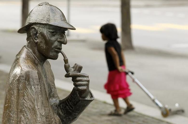 A life-size bronze figure of British author Arthur Conan Doyle's character, the detective Sherlock Holmes created by artist John Doubleday 1988 is pictured on the main square in the town of Meiringen, some 100 km (62 miles) south east of the Swiss capital Bern July 6, 2010. REUTERS/Arnd Wiegmann/Files