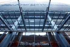 """La sede del The New York Times es fotografiada en Nueva York, 1 de marzo de 2014. El recién nombrado editor ejecutivo del periódico estadounidense New York Times, Dean Baquet, reveló el lunes en una nota al personal que tenía un tumor maligno en un riñón que requería de """"atención inmediata"""" y que había sido operado para extraerlo. REUTERS/Lucas Jackson"""