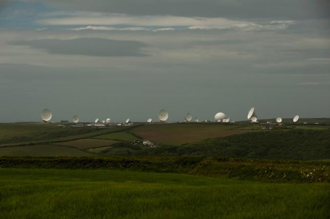 Satellite dishes are seen at GCHQ's outpost at Bude, close to where trans-Atlantic fibre-optic cables come ashore in Cornwall, southwest England June 23, 2013. REUTERS/Kieran Doherty