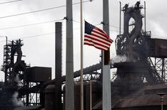 L'économie américaine est sur la voie d'une croissance auto-entretenue qui devrait permettre à la Réserve fédérale de commencer à relever ses taux d'intérêt au second semestre 2015, montre une enquête Reuters publiée mardi.  /Photo d'archives/REUTERS/Gary Cameron
