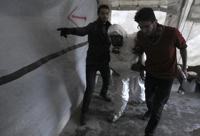 A Free Syrian Army medical group conducts a training on how to cope with chemical weapons attacks in Aleppo December 25, 2013. REUTERS/Ammar Abdullah