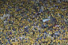 Torcedores na Arena Castelão, em Fortaleza, esperam partida entre Brasil e México. 14/6/2014 REUTERS/Francois Xavier Marit/Pool