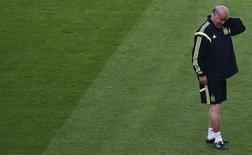 Técnico da Espanha, Vicente Del Bosque, em treinamento no Maracanã antes da partida contra o Chile, no Rio de Janeiro. 17/6/2014 REUTERS/Ricardo Moraes