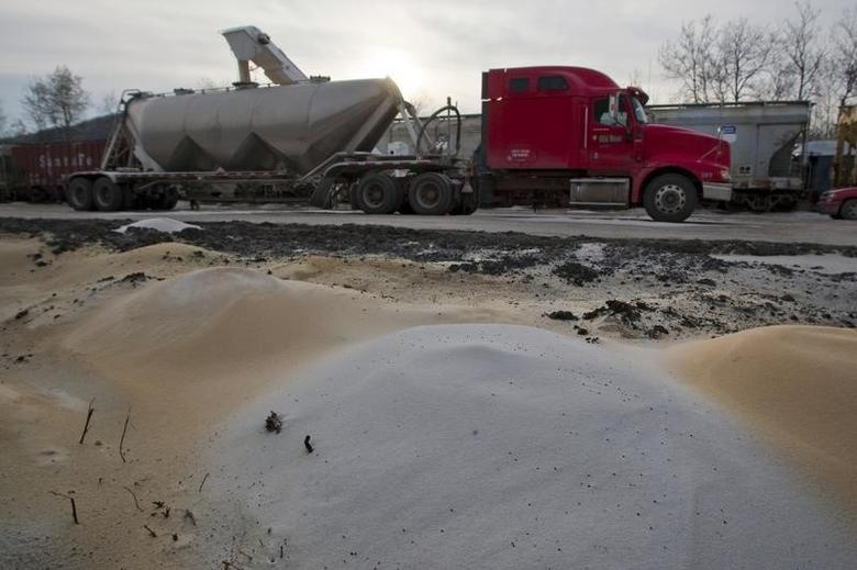 A truck is filled with sand at Wellsboro & Corning Railroad in Wellsboro, Pennsylvania April 3, 2010.  REUTERS/Adam Fenster