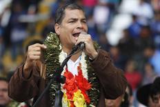 """El presidente de Ecuador, Rafael Correa, en la ceremonia de apertura de la cumbre G77 + China en Santa Cruz de la Sierra, Bolivia, 14 de junio de 2014. Ecuador regresó el martes a los mercados internacionales de deuda con la colocación de un bono a 10 años por 2.000 millones de dólares, en una operación calificada por el Gobierno como """"exitosa"""". REUTERS/Enrique Castro-Mendivil"""