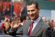 Spanish Crown Prince Felipe waves as he leaves the International Tourism Trade Fair (FITUR) on its inauguration day in Madrid January 22, 2014.  REUTERS/Juan Medina