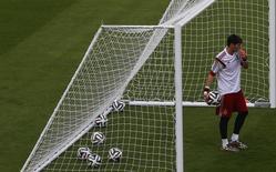 Goleiro da Espanha Casillas em treino no Maracanã. 17/06/2013 REUTERS/Ricardo Moraes