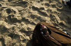 A soccer fan sleeps at Copacabana beach in Rio de Janeiro June 17, 2014. REUTERS/Pilar Olivares