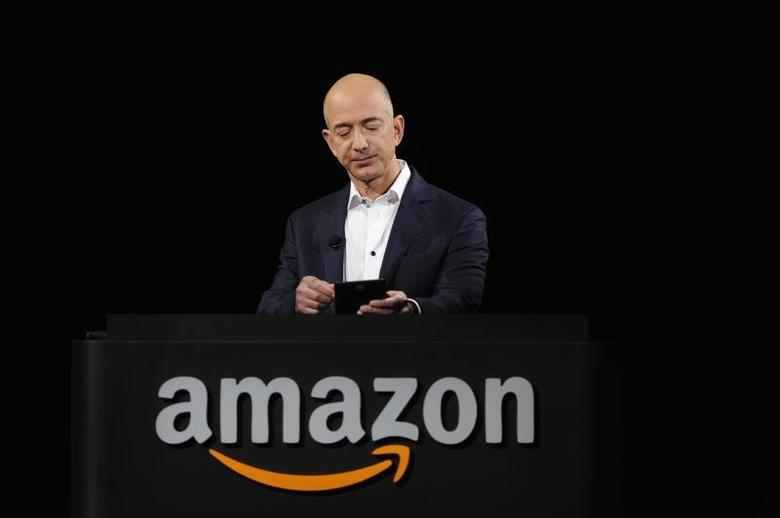 Amazon CEO Jeff Bezos demonstrates the Kindle Paperwhite during Amazon's Kindle Fire event in Santa Monica, California September 6, 2012. REUTERS/Gus Ruelas/Files